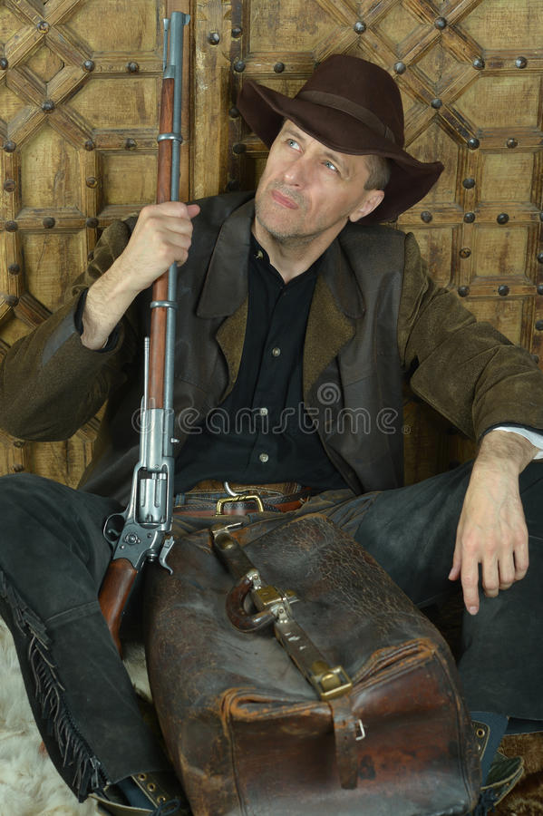 Человек бандита с оружием стоковое фото