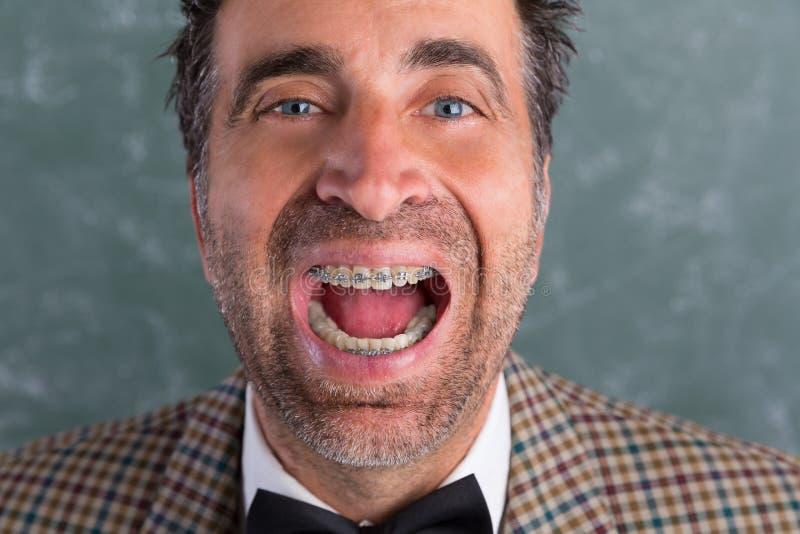 Человек болвана придурковатый ретро с выражением расчалок смешным стоковая фотография rf