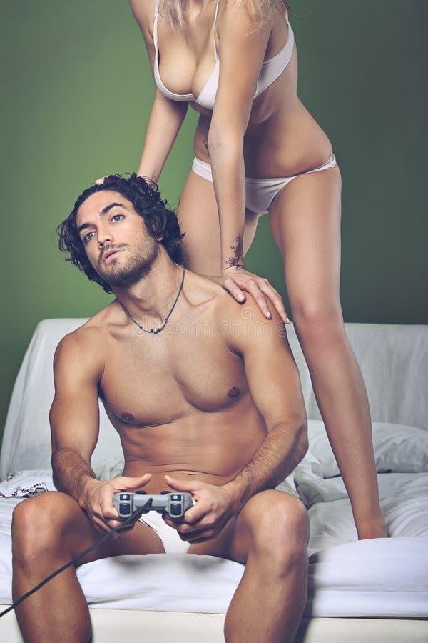 Человек видеоигр пристрастившийся стоковое изображение rf