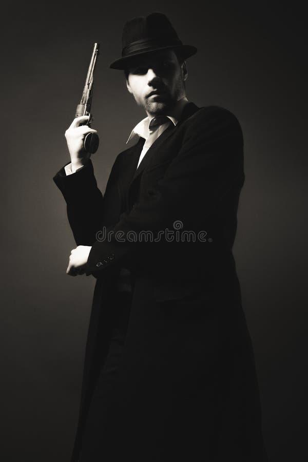 Человек в гангстере Чикаго стиля стоковое фото