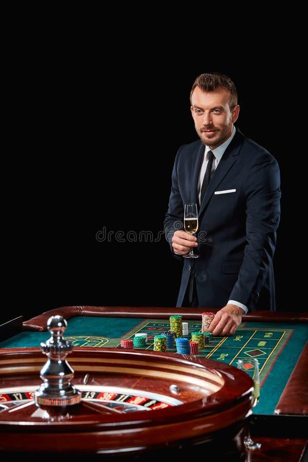 Играть в азартные игры в рулетку игровые автоматы на телефон играть бесплатно