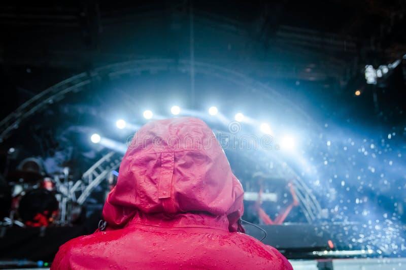 Человек в красном клобуке стоковое изображение rf