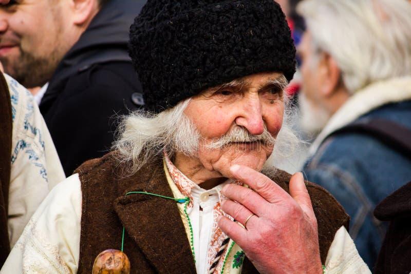 Человек в румынском традиционном костюме стоковое фото rf