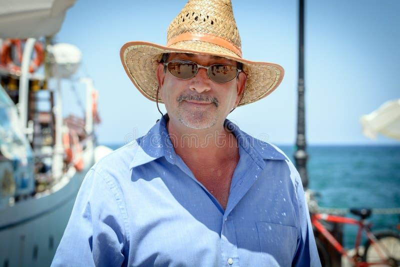 Человек в соломенной шляпе стоковые фотографии rf