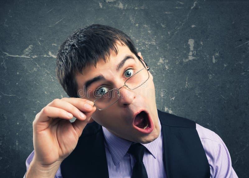Download Человек в стеклах гримасничая Стоковое Изображение - изображение насчитывающей adulteration, посмотрите: 37925299
