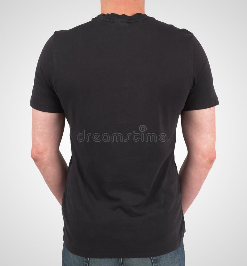 Download Человек в черной футболке поло Стоковое Изображение - изображение насчитывающей втулка, уверенно: 37927133