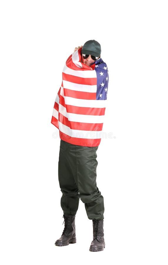 Человек в workwear стоит с американским флагом стоковая фотография