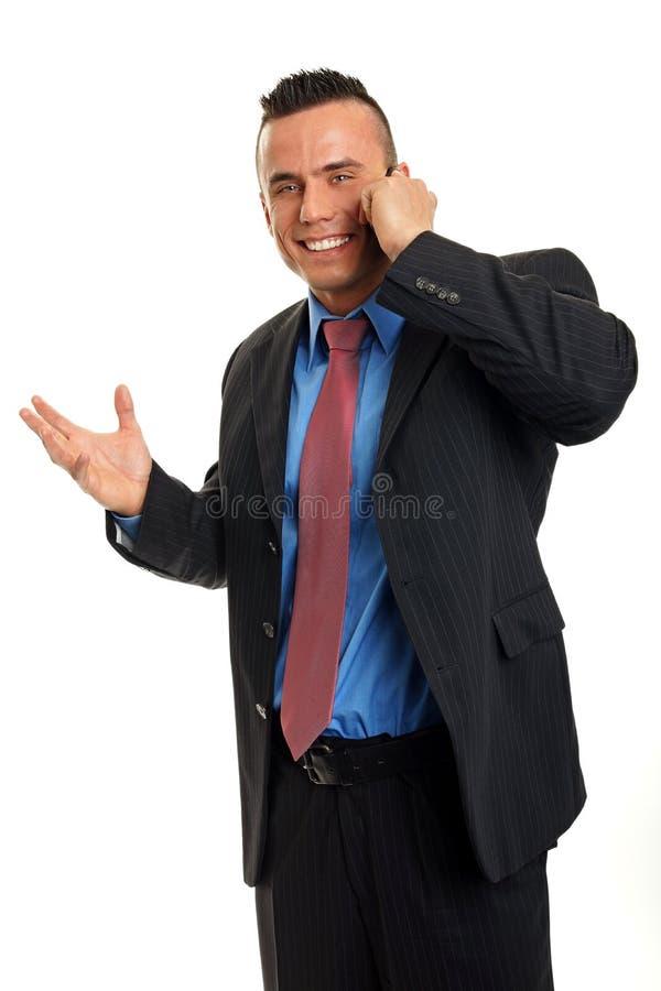 Человек говорит в мобильный телефон стоковые фото
