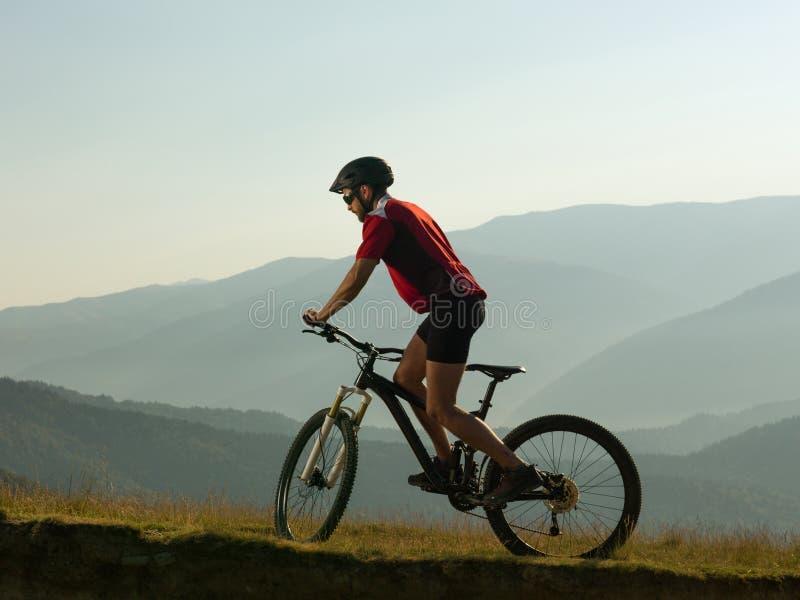 Человек горы велосипед стоковая фотография