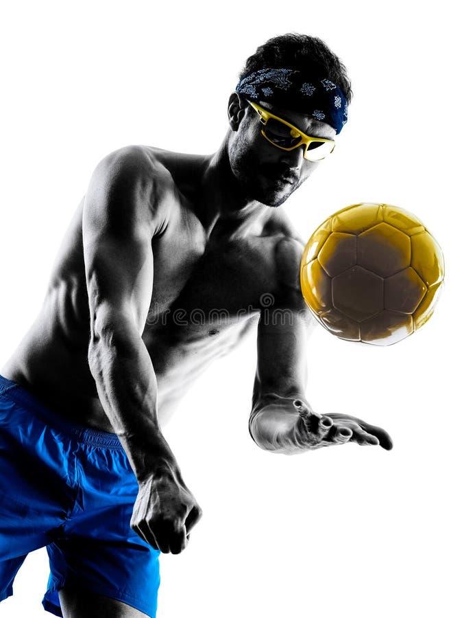 Человек играя силуэт пляжного волейбола стоковое изображение rf
