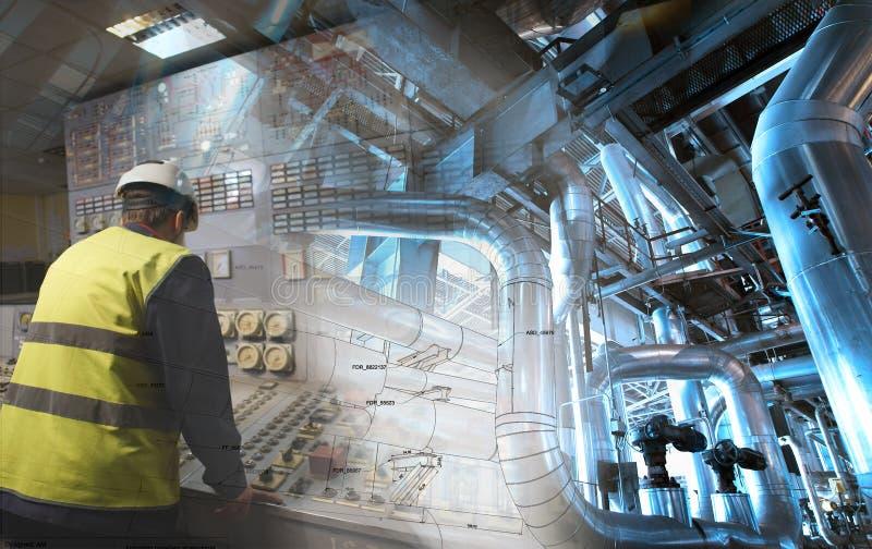 Человек инженерства работая на электростанции как оператор стоковая фотография