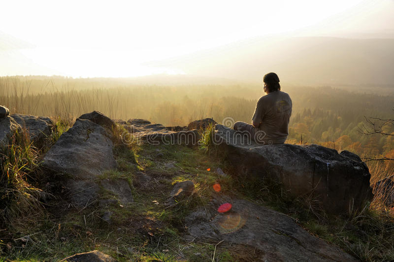 Человек и восход солнца стоковая фотография rf