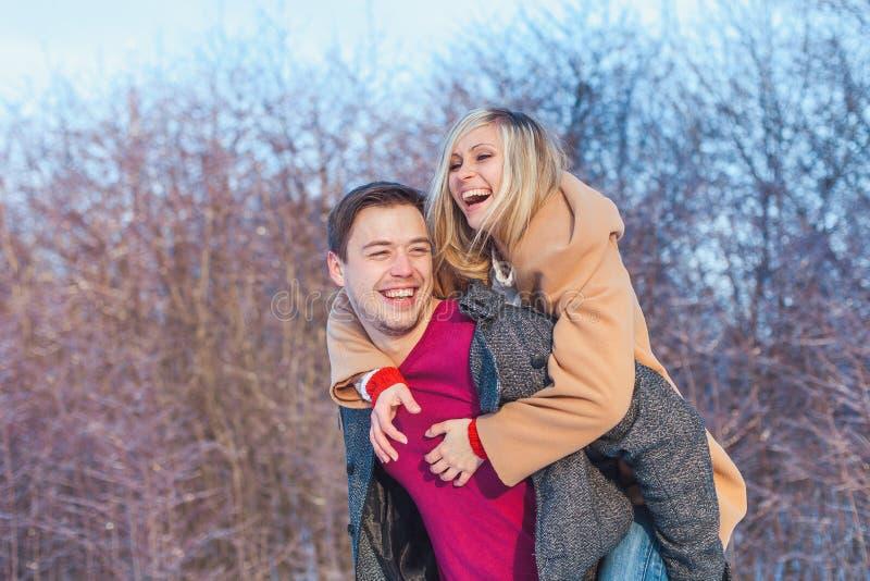 Человек и женщина идя в парк стоковая фотография rf