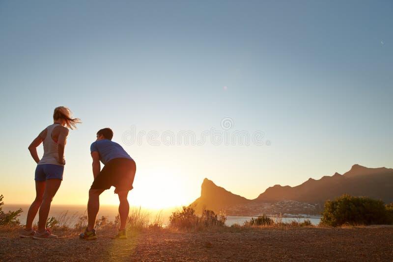 Человек и женщина после jogging стоковая фотография
