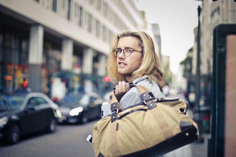 Человек на улице стоковое изображение rf