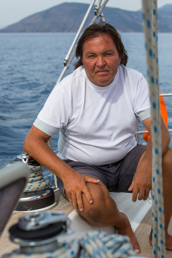 Человек на яхте плавания Спорт стоковые изображения