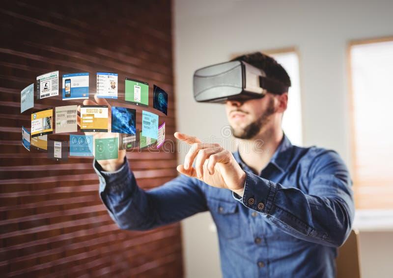 Человек нося шлемофон виртуальной реальности VR с интерфейсом стоковое фото rf