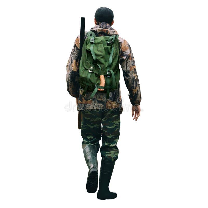 Человек охотник с корокоствольным оружием и рюкзаком стоковые фото