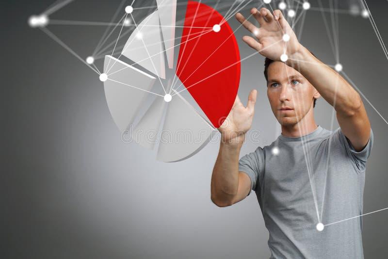 Человек показывает долевую диограмму, круговую диаграмму Концепция аналитика дела стоковая фотография rf