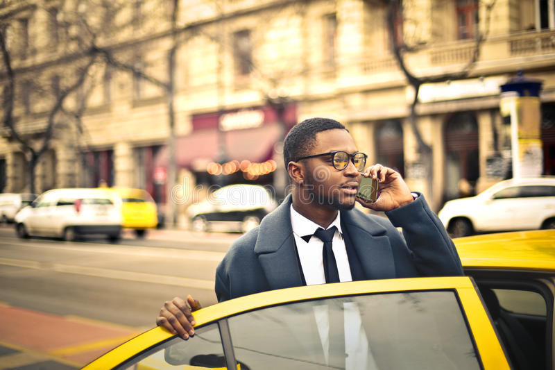 Человек получая такси стоковая фотография rf