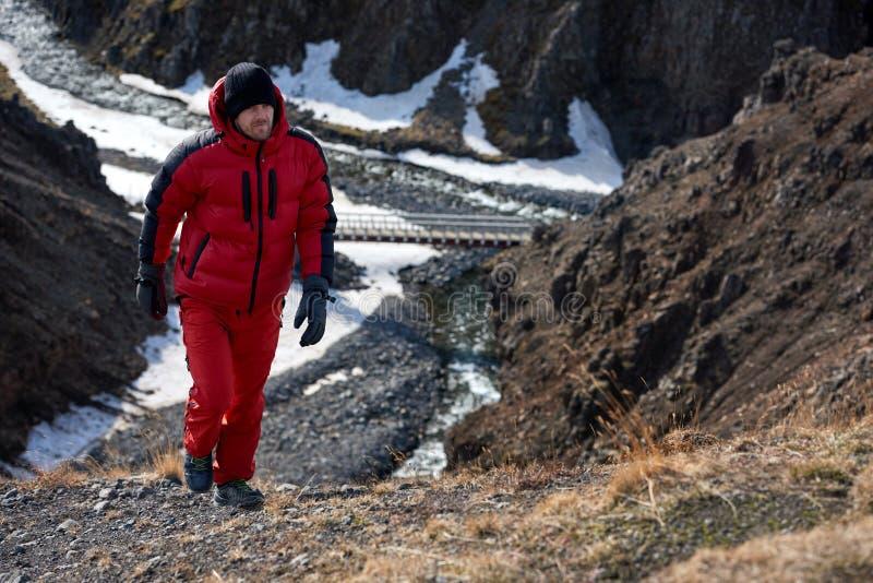Человек приключения trekking стоковая фотография rf