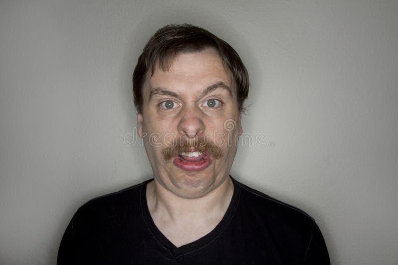 Человек при усик делая смешную сторону стоковые фотографии rf