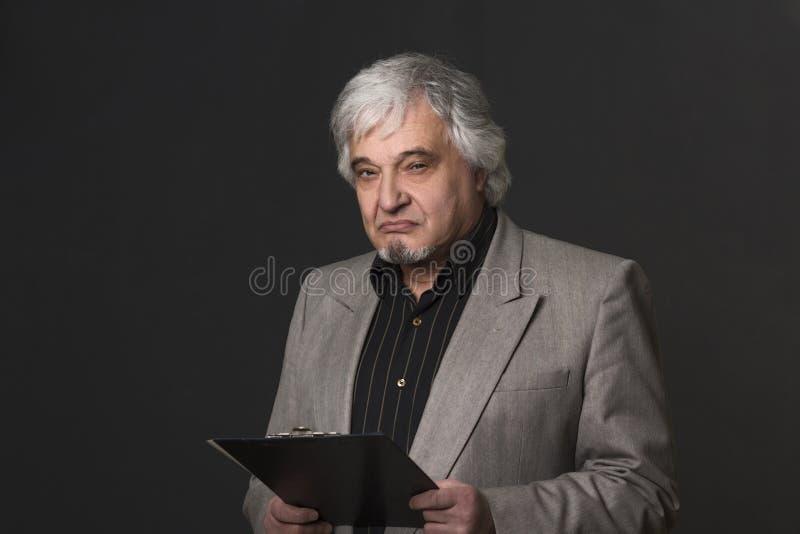 Человек профессора университета или colleage в студии стоковые фотографии rf