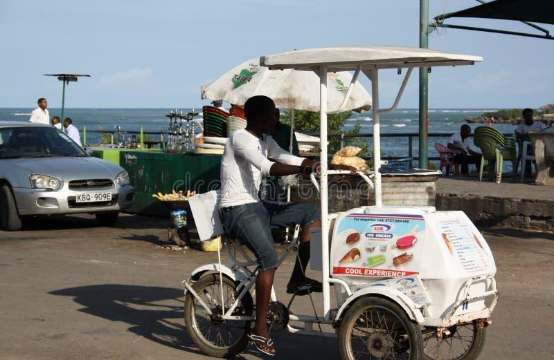 Человек продавца мороженого mombasa стоковая фотография