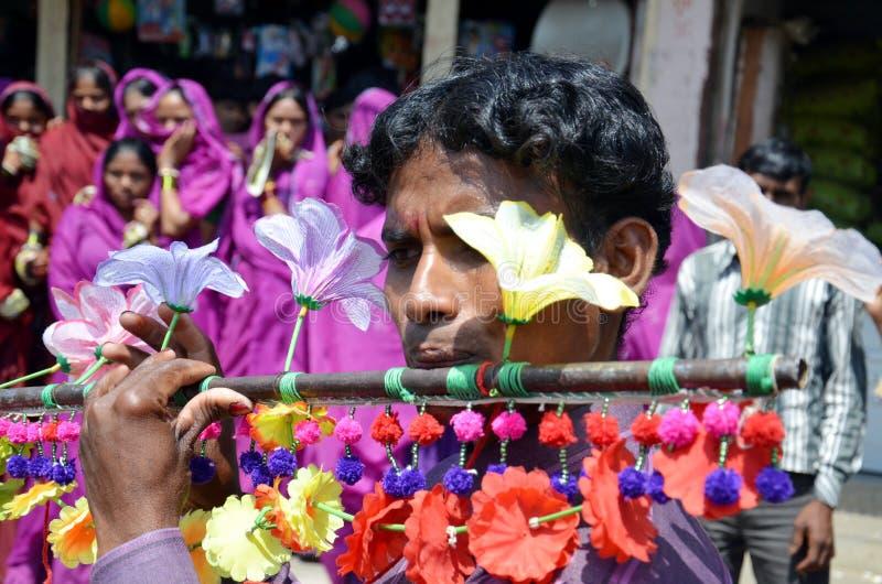 Человек племени Bhil стоковые изображения