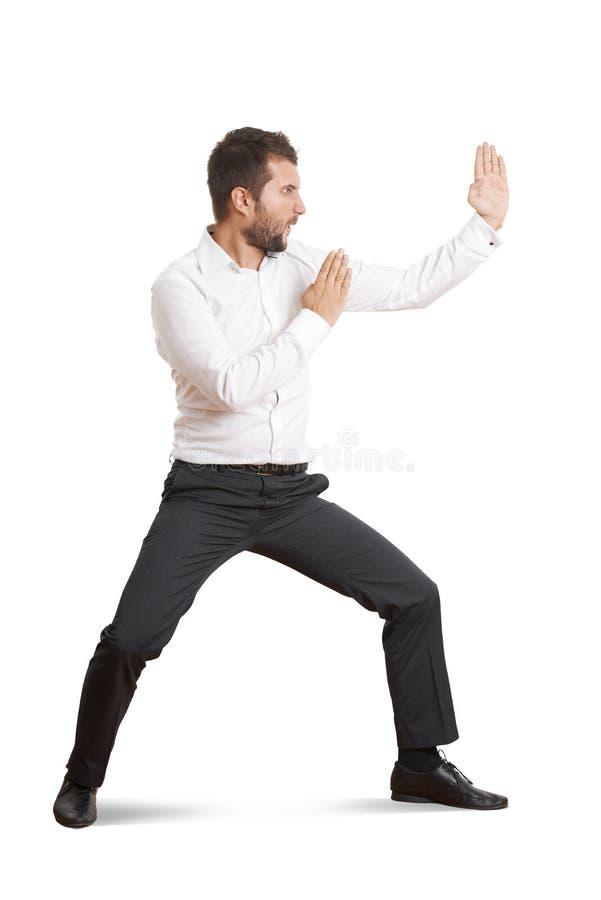 Человек стоя в представлении как карате стоковое фото rf