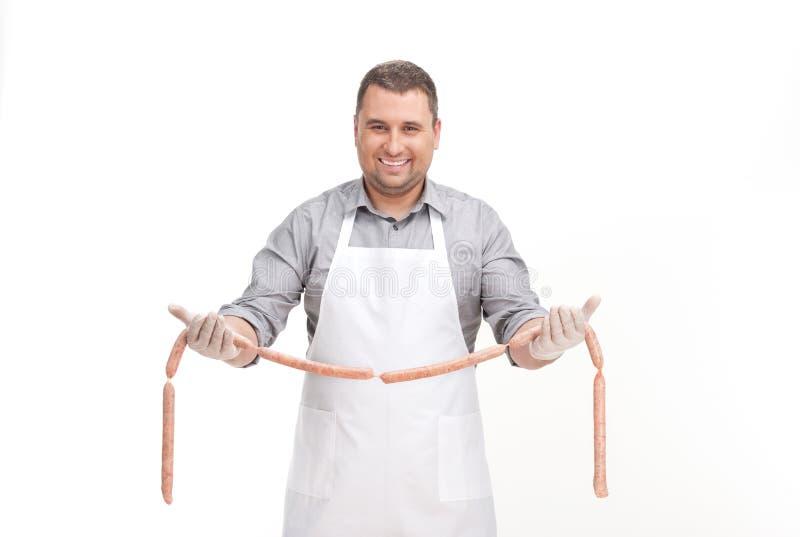 человек стоя и показывая сосиска в руках стоковое фото