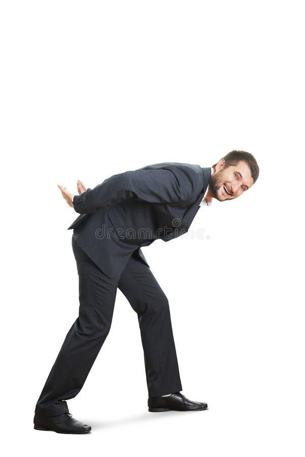 Человек сутулясь вниз и идя стоковые изображения