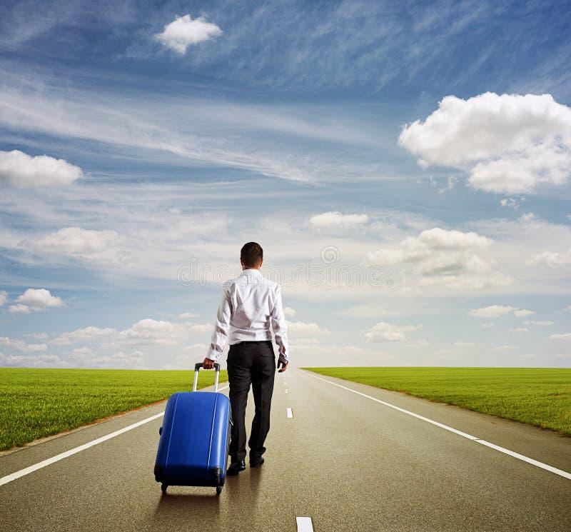 Человек с голубой сумкой стоковая фотография rf