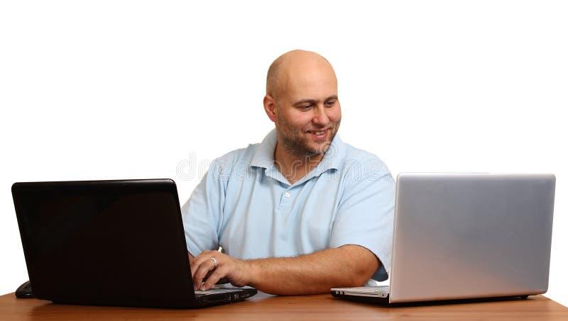 Человек с компьтер-книжкой стоковая фотография rf