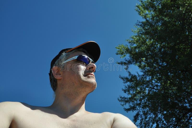 Человек с крышкой стоковое фото
