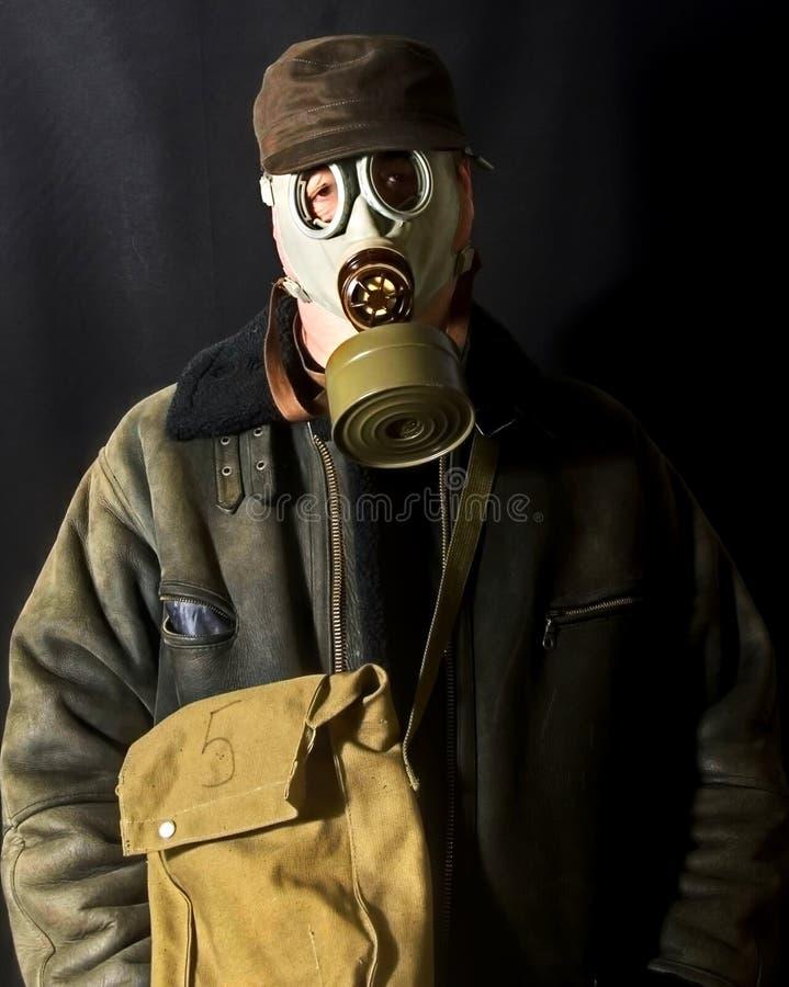 Человек с маской противогаза стоковые изображения
