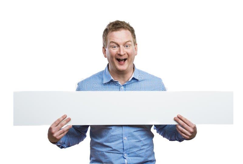 Человек с пустой доской знака стоковая фотография rf