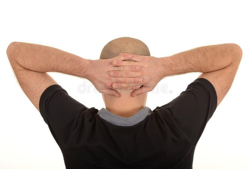 Человек с руками за головой стоковые фотографии rf
