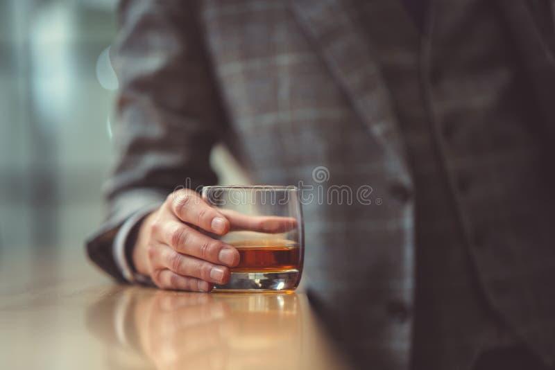 Человек с стеклом стоковые фотографии rf