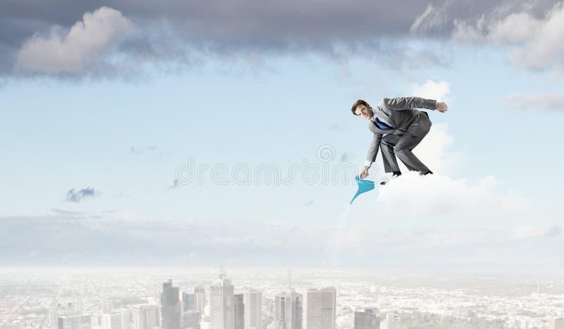 Download Человек с чонсервной банкой Стоковое Изображение - изображение насчитывающей вырастите, вкладчик: 41650761