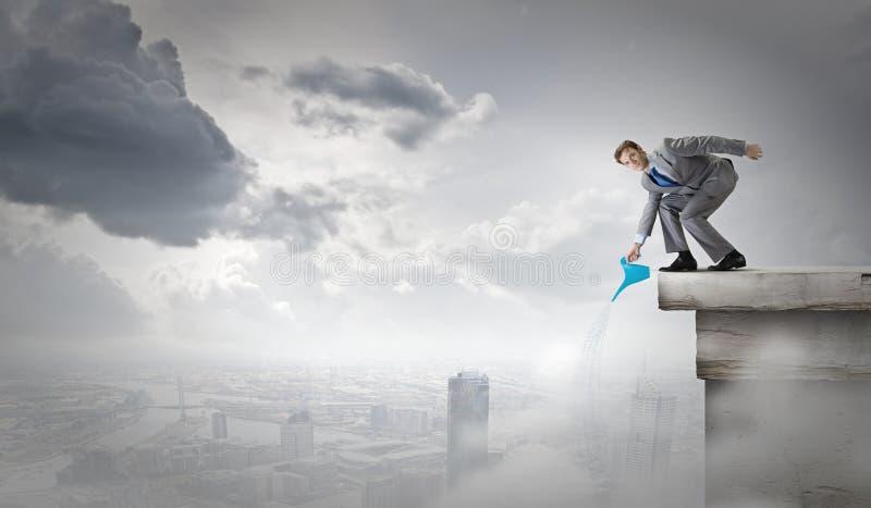 Download Человек с чонсервной банкой Стоковое Изображение - изображение насчитывающей карьера, concept: 41652461