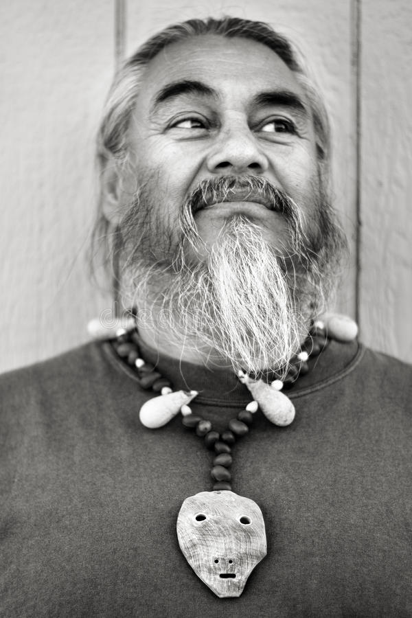 Человек с Goatee & ожерельем стоковое изображение