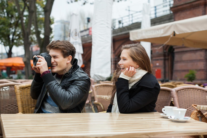 Как не нужно фотографировать человека в ресторане перед