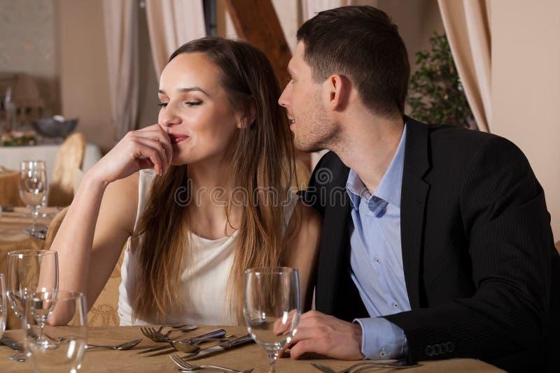 Человек хочет расцеловать его даму стоковые изображения rf