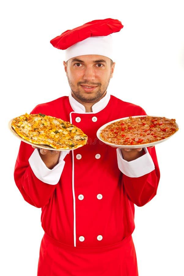 Человек шеф-повара с плитами с пиццей стоковое фото rf