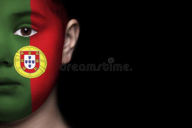 Человеческое лицо покрашенное с флагом Португалии стоковые фотографии rf