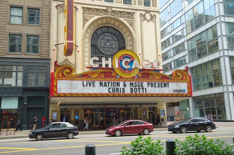 ЧИКАГО, IL, США - 14-ОЕ ИЮНЯ 2015: Театр Чикаго на улице положения Этот театр известный американский ориентир ориентир стоковое фото rf