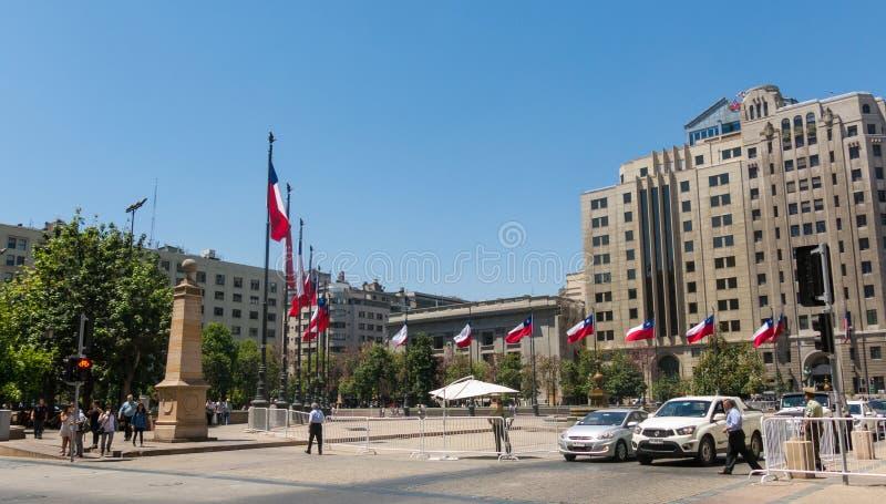 Чилиец сигнализирует развевать в ³ n de Ла Constitucià площади, в ce стоковые изображения