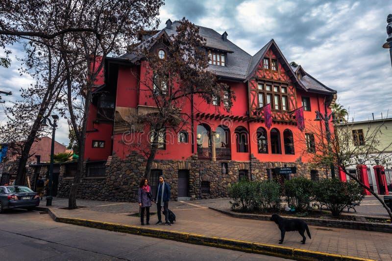 Чили - 8-ое июля 2017: Традиционный дом в Сантьяго de Чили стоковая фотография rf