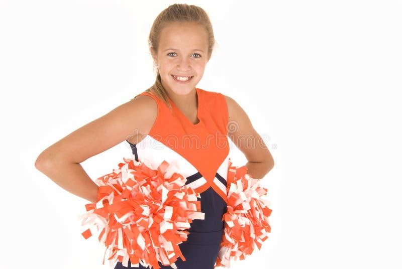 Чирлидер маленькой девочки стоя с pompoms стоковые фотографии rf